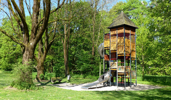 How Should Property Developer Build Kids Outdoor Playset for The Community?